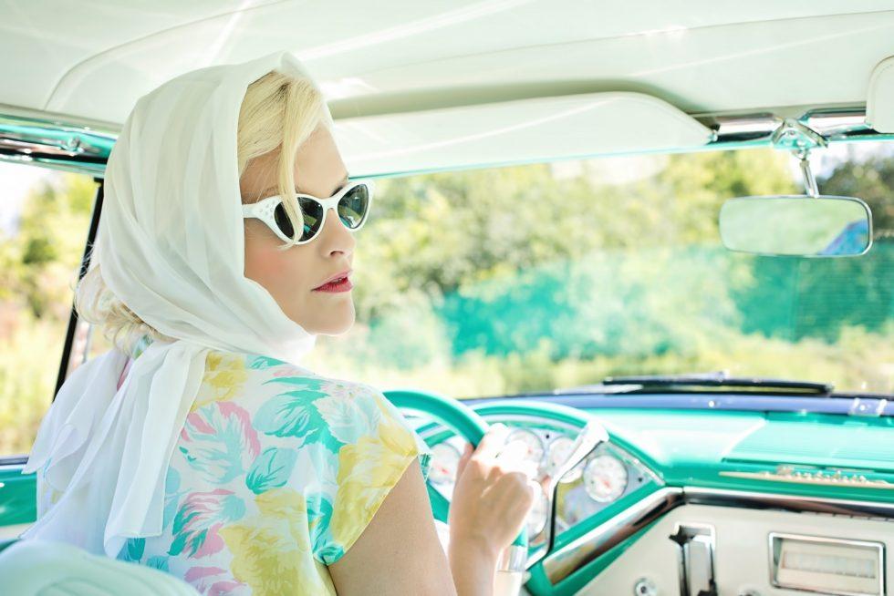 vintage-1950s-pretty-woman-vintage-car