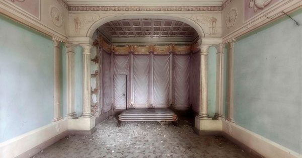 Photographer Eli Costi shows that Abandoned Luxury is also a thing